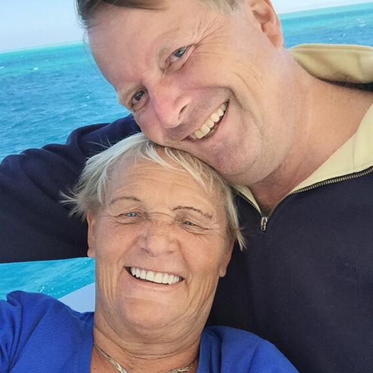 Lächelnde Impella Patienten, die sich von Herzkrankheit erholt haben